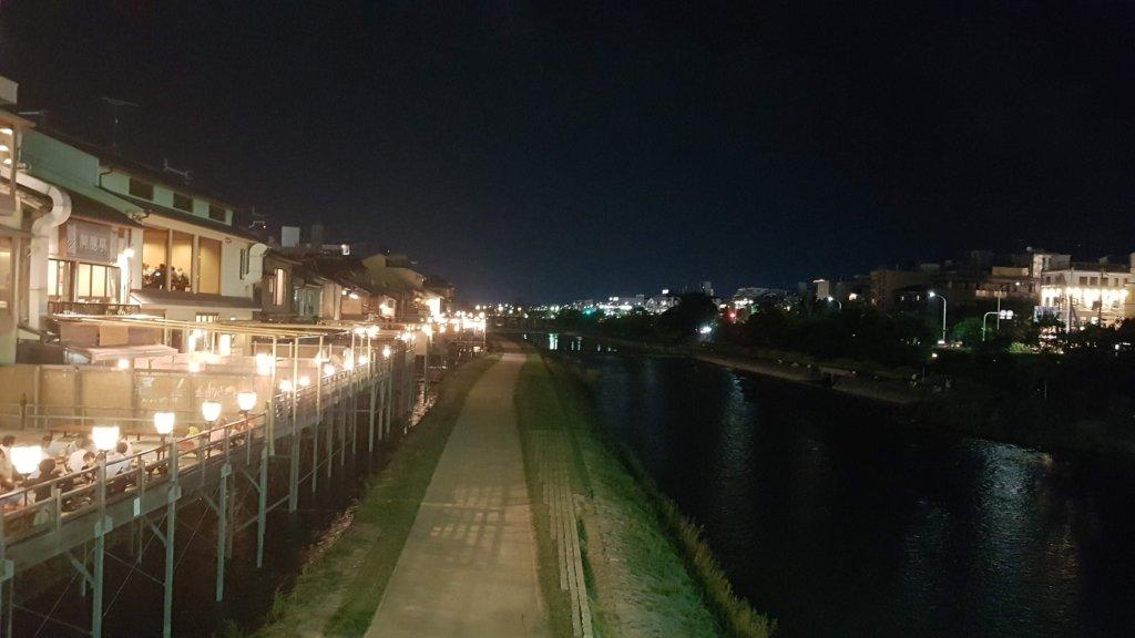 kamo-gawa gion by night