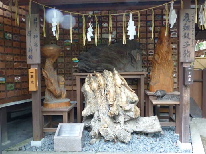 Goou Jinja sculpture de bois