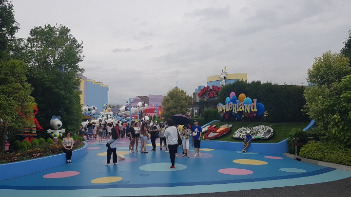 wonderland-Universal-Studios-japan